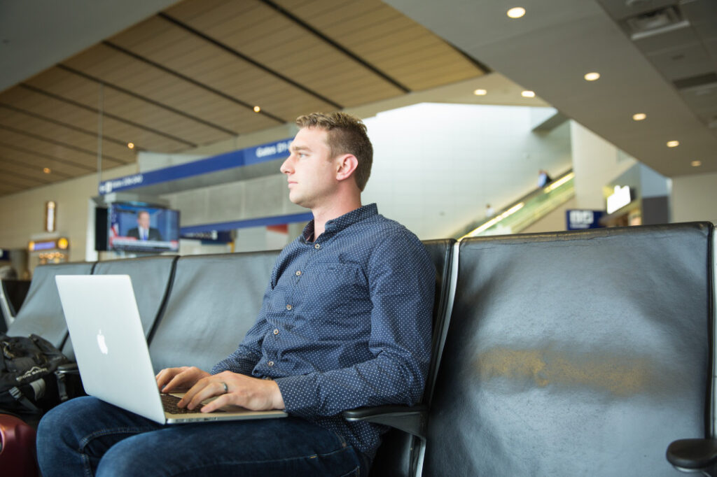Basic Laptop Essentials You Must Have While Traveling